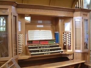 St-Giles-Church-Organ-Console-300x225