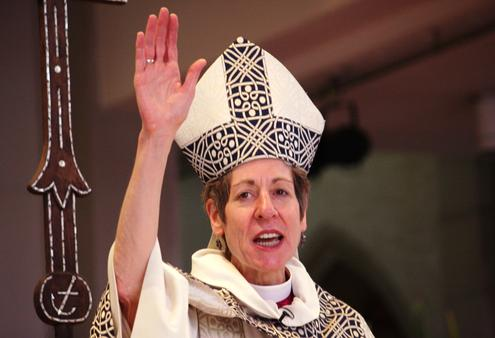 bishop-katharine-pronounces-the-blessing-'
